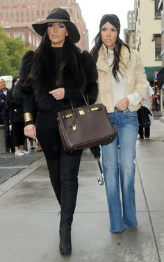 Kim Kardashian New york look- Jacket and shoes – Fendi Shirt – American Apparel Jeans – Citizens of Humanity Hat – Urban Outfitters Purse – Hermes Look Kim Kardashian, Estilo Kardashian, Kardashian Fashion, Kardashian Family, Kardashian Jenner, Kim K Style, Mode Style, Her Style, Funky Style