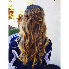 Flowers are the the most beautiful things you can find in nature and braids are the most beautiful thing you can do with your hair. So why not combine them? Flower braids are the gorgeous new hair trend that will make you feel like a ~*~fairy princess~*~ minus the wings.