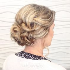 Mother of the bride upstyle.✨ She wanted something loose + swept back with curles.