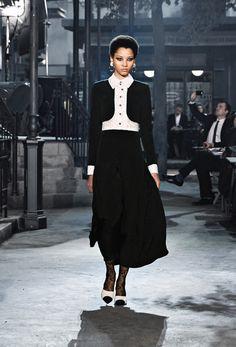 Die neuesten Prêt-à-Porter-Défilés, -Kollektionen & -Accessoires, sowie Haute Couture auf der offiziellen Homepage von CHANEL