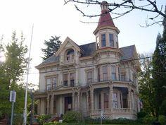 Victorian Home - Portland Oregon Old Victorian Homes, Victorian Cottage, Victorian Houses, Vintage Homes, Victorian Architecture, Beautiful Architecture, Architecture Details, Beautiful Buildings, Old Buildings