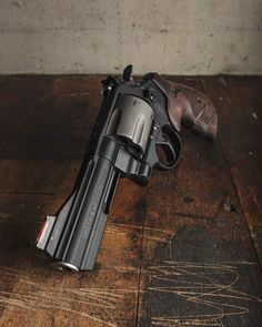Cool Guns, Awesome Guns, 44 Magnum, Smith N Wesson, 45 Acp, Concept Weapons, Will Smith, Firearms, Hand Guns