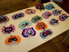 masque carnaval colorés plumes papier crépon