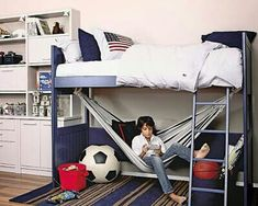 Love the hammock under a loft bed idea. Great reading space. Would love to do in the boy's rooms.