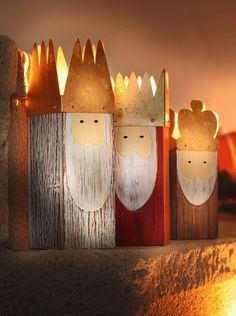 Holy 3 Kings, set of 3 now for € buy in Frank Flechtwaren and Deko online shop Christmas Colors, Christmas Art, All Things Christmas, Winter Christmas, Christmas Wooden Signs, Wood Crafts, Diy And Crafts, Christmas Crafts, Christmas Decorations
