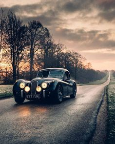 Jaguar – One Stop Classic Car News & Tips Classic Cars British, Best Classic Cars, British Car, Classic Style, Jaguar Xjc, Vintage Cars, Antique Cars, Royce Car, Automobile