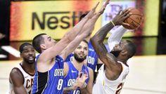Les Cavaliers humiliés à domicile par le Magic ! -  Battu la veille par Brooklyn malgré un Nikola Vucevic en mode record (41 points), Orlandocréel'une des sensations de la soirée en atomisant une équipe de Cleveland en manque de réaction… Lire la suite»  http://www.basketusa.com/wp-content/uploads/2017/10/lebron-magic-570x325.jpg - Par http://www.78682homes.com/les-cavaliers-humilies-a-domicile-par-le-ma