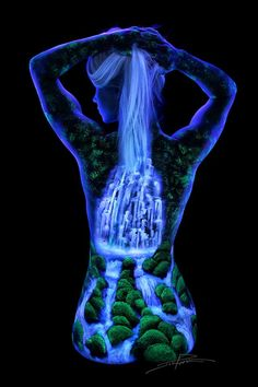 John Poppleton is a photographer and artist who specializes in creating beautiful scenery by painting fluorescent materials on the human body and then photographs them under a black light. Female Body Paintings, Female Art, Face Paintings, Diy Tumblr, Fluorescent Paint, Uv Black Light, Black Lights, Body Art Photography, Fantasy Portraits