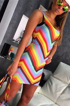Pentru ultimele petreceri din aceasta vara rochia mini Rainbow este alegerea ideala. Rochia multicolora, se mai remarca prin materialul usor elastic, rochia mulandu-se perfect pe formele trupului, oferind un aspect sexy incantator completat perfect de decolteul in forma de U bine evidentiat.