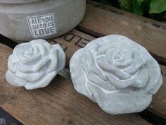 2 schicke Rosen aus Beton von Feinbeton auf DaWanda.com