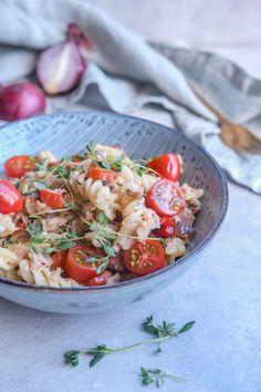 smag. Når løgene er svitsede Spaghetti Bolognese, One Pot Pasta, Bruschetta, Feta, Meal Planning, Healthy Recipes, Snacks, Ethnic Recipes, Ideas