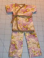 Doll Kimono Part 1.   Part 2: http://www.artfullycaroline.com/2010/07/tutorial-doll-kimono-part-2.html #tutorial #doll