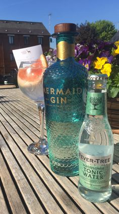 Slow distilled on the Isle of Wight using local samphire and elderflower amongst other botanicals, the gin is then mixed with local spring water. Mermaid gin uses natural ingredients with no additives Fancy Drinks, Fun Cocktails, Cocktail Drinks, Alcoholic Drinks, Yummy Drinks, Cocktail Recipes, Beverages, Gin Gifts, Wine