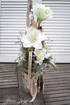 Residential decorations Winter Time Wohndeko Winterzeit The post Residential decorations Winter Time appeared first on Glas ideen. Spring Flower Arrangements, Spring Flowers, Floral Arrangements, Deco Floral, Floral Design, Welcome Flowers, Christmas Wreaths, Christmas Decorations, Hello Winter