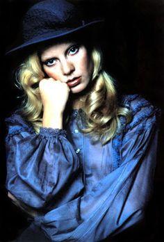 Sylvie Vartan #70's French Girl Style, French Girls, French Chic, Blue Fashion, Girl Fashion, Vintage Fashion, Laura Lee, Frank Alamo, Police Font