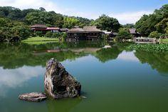 Description English: Genkyuen garden in Hikone, Shiga prefecture, Japan 日本語: 玄宮園, 滋賀県彦根市