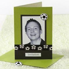 Borddekking og bordpynt i hvitt og grønt med et sporty streif | DIY veiledning Polaroid Film, Sort, Frame, Decor, Picture Frame, Decoration, Decorating, Frames, Deco