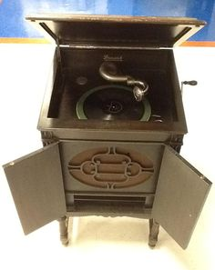 This may be the most interesting Talize find yet! A 1920-1930 Brunswick phonograph (ie. really old record player!). Would you buy this for your home?