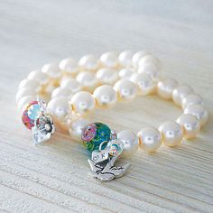 Pearl bracelet with bead and silver initial