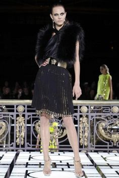 Golden Striped structured shoulder Glam Black with Hard Gold @Versace Versace Atelier Spring Summer Couture 2013 Paris #Fashion