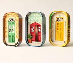 Cinema and audiovisual artist Mar Cerdà started to create tiny dioramas with paper and watercolors after wasn't enough. Altered Tins, Altered Art, Paper Cutting, Cut Paper, Tin Art, Tin Boxes, Shadow Box, Paper Dolls, Fabric Dolls