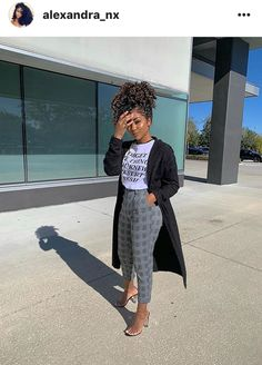 Image may contain: 1 person, standing Business Casual Outfits, Cute Casual Outfits, Stylish Outfits, Mode Outfits, Fall Outfits, Fashion Outfits, Work Fashion, Fashion Looks, Fashion Brand