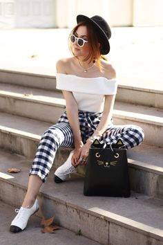 Wearing my gingham pants for a casual look for the weekend. Monochromatic outfit from head to toe with comfy oxfords and black hat.