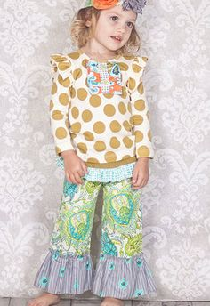 One Good Thread L.L.C. offers Best Price Giggle Moon 2014 Kids Clothing Collection. SALE on Giggle Moon Dresses, Giggle Moon Leggings, Giggle Moon Skirts, Giggle Moon Headbands, Giggle Moon Ruffle Pants. For Giggle Moon Baby Clothes Discount and FREE Shipping in USA regions, Order Now!