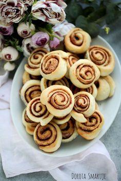 Ślimaczki cynamonowe z ciasta drożdżowego Doughnut, Desserts, Food, Tailgate Desserts, Deserts, Essen, Postres, Meals, Dessert