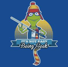 Kermit wearing Jayne Cobb's hat and Dr. Who ( scarf, holding a light saber, in front of the Tardis while flashing Vulcan sign and wearing glasses. I think my inner nerd is gonna pass out! Kermit, T Shirt Pic, Nerd Love, Geek Girls, Geek Out, Geek Chic, Doctor Who, 4th Doctor, Fangirl
