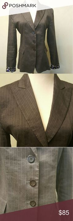 Eli Tahari linen blazer Eli Tahari linen blazer with silk the sleeve, you can fold it or not. In perfect condition like new Elie Tahari Jackets & Coats Blazers