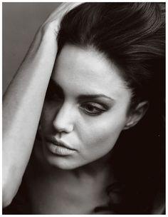 Annie Leibovitz, Angelina Jolie, 2002