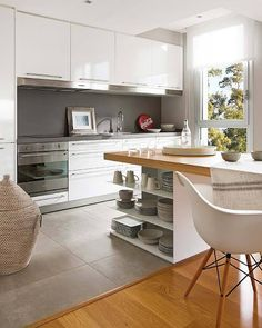 I more than LOVE this modern kitchen design. Open shelving, white gloss with stainless light rail accent, mid century chairs at the island. Kitchen Dinning, New Kitchen, Kitchen Ideas, Kitchen Decor, Smart Kitchen, Kitchen White, Dining Room, Minimal Kitchen, Dining Table