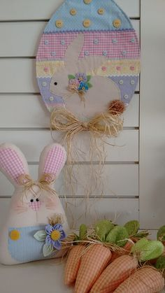 Easter Egg with bunny wall hanging, stuffed Easter bunny and stuffed fabric carrots. Rabbit Crafts, Bunny Crafts, Felt Crafts, Easter Crafts, Easter Gift, Easter Bunny, Easter Eggs, Happy Easter, Spring Crafts