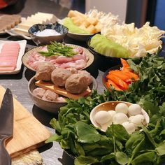 Homemade [nabemono] Japanese Hotpot: if there's one simple cooking method that crosses over nearly every Asian cuisine, then hotpot may be… Little Kitchen, Crosses, Eve, Japanese, Homemade, Table Decorations, Cooking, Simple, Instagram