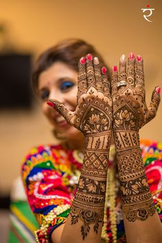 Unique mehendi design with zari border pattern