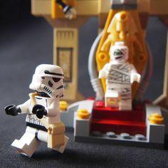 """Night at the museum"" stormtropper version. . #stormtrooper #legominifigs #legostagram #legominifigures #legogram #legophotography #lego #legography #toyslagram #toyslagram_lego #toystagram #minifigures #minifig #brick #legostarwars #starwars #toyslagram_starwars #bricknetwork by achoikit"