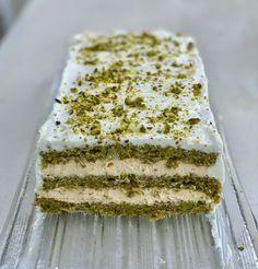 One Layer Cakes, Layer Cake Recipes, Dessert Recipes, Small Desserts, Sweet Desserts, Sweet Recipes, Pistachio Recipes, Pistachio Cake, Types Of Cakes