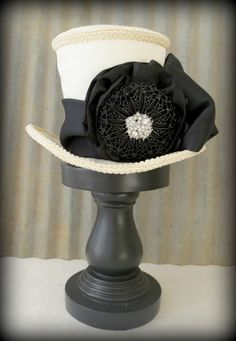 Moulin Rouge Mini Top Hat, Ring Master, Off white and black, Tea Party, Mad Hatter Hat, Alice in Wonderland, Steampunk, Renaissance Hat