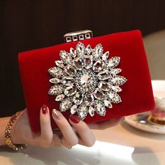 Item Type: Handbags Style: Fashion Occasion: Party Decoration: Diamonds Gender: Women Handbags Type: Evening Bags Hardness: Hard Closure Type: Hasp Shape: Minaudiere Pattern Type: Solid Number of Hand