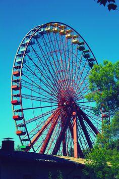 Abandoned Ferris Wheel in Spree Parque, Berlim, Germany