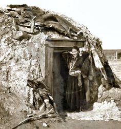 New Mexico Navajo Women | Some historic context, circa 1920s/30s. beautiful Navajo woman.