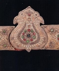 Late-Ottoman jewelled silver belt dating from the 19th century. The buckle is in the form of a tulip, and there are tulip motifs on the two segments attached to it. The belt is encrusted with pearls, emerald and rubies. (TOPKAPI PALACE MUSEUM).