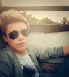 NIALL HORAN ! Everyone just look at this... And feel your ovaries explode.