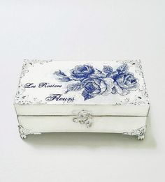 Wooden Jewelry Box Gift For Mom  Keepsake Box by Chiclaceandpearls