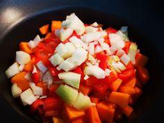 Thaise groene curry in de slowcooker, heerlijk smaakvol Fruit Salad, Crockpot Recipes, Salsa, Ethnic Recipes, Drinks, Food, Zucchini, Fruit Salads, Eten