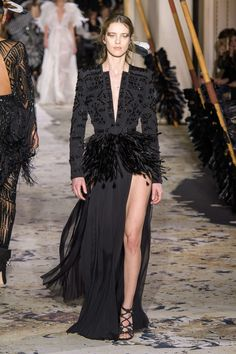 Around the world fashion show zuhair murad spring summer 2018 couture at pfw lebanon Fashion 2018, Fashion Wear, Runway Fashion, Fashion Show, Fashion Dresses, Style Couture, Haute Couture Fashion, Gowns Couture, Chanel Couture