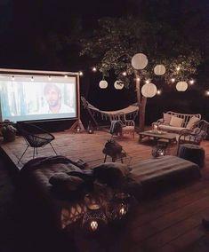 Backyard Movie Theaters, Backyard Movie Nights, Outdoor Movie Nights, Design Patio, House Design, Garden Design, Movies Under The Stars, Fun Sleepover Ideas, Cute Date Ideas