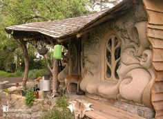 little house with sculpted cob walls looks out over the banks of a small stream in Somerset, England. I really like cob homes. Earthship, Natural Homes, Unusual Homes, Earth Homes, Natural Building, Cabins And Cottages, Little Houses, The Hobbit, My Dream Home
