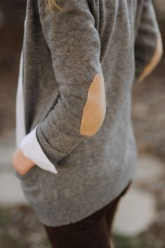 Dear Stitch Fix Stylist, I am obsessed with sweaters that have elbow patches. I love the grey and tan together! Please please send me something with elbow patches! Fashion Mode, Look Fashion, Street Fashion, Womens Fashion, Fall Fashion, Guy Fashion, Campus Fashion, Petite Fashion, Fashion Beauty
